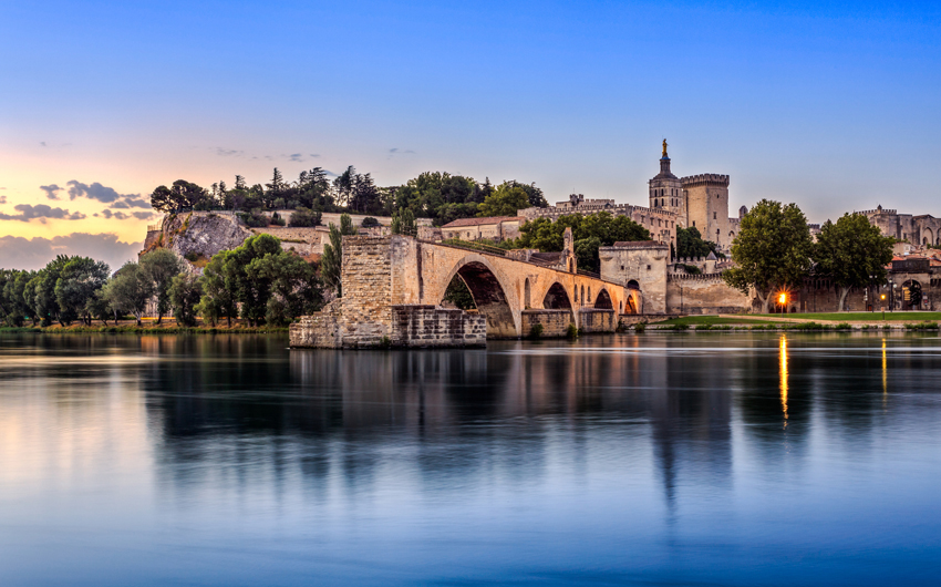 Pont Saint-Benezet at sunrise