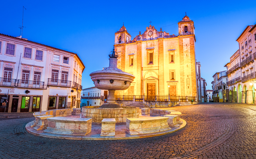 The Giraldo Square, Evora