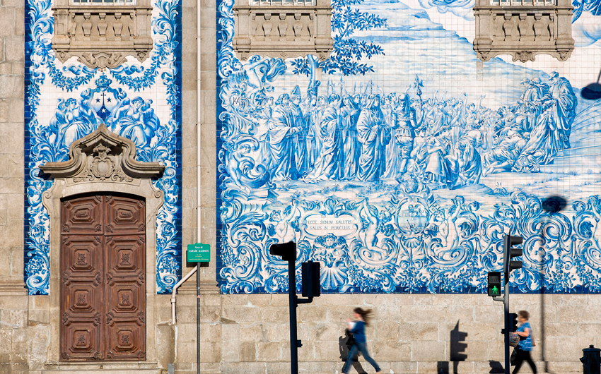 Walking along the huge tiled wall of a church in Porto