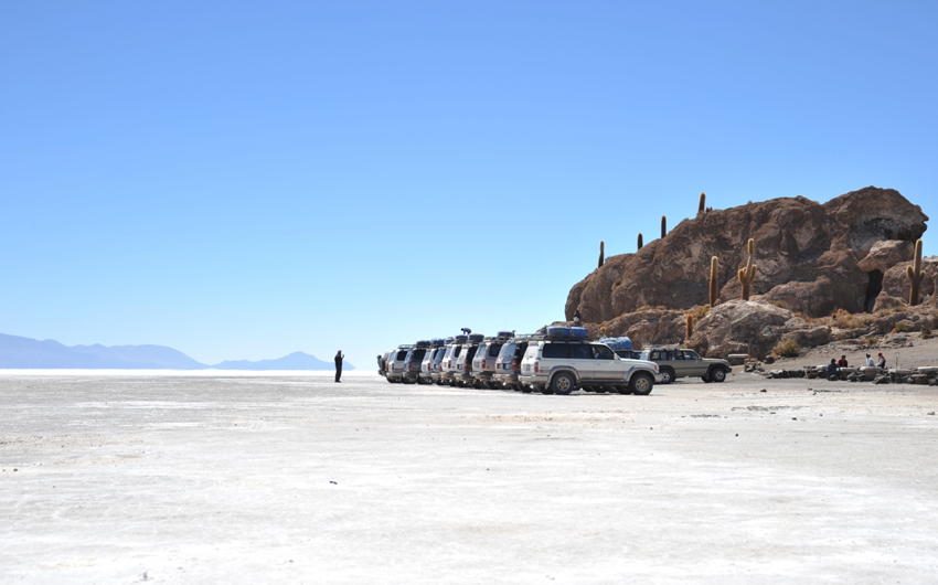 Tourists on the Uyuni salt flats, dried up salt lake in Altiplano. The largest salt flat in the world