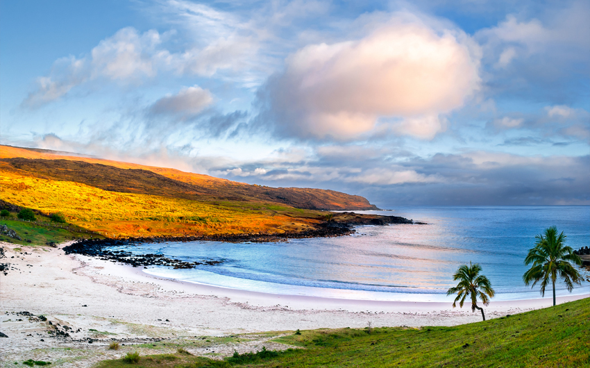 Anakena, a white coral sand beach situated on the northern tip of Rapa Nui